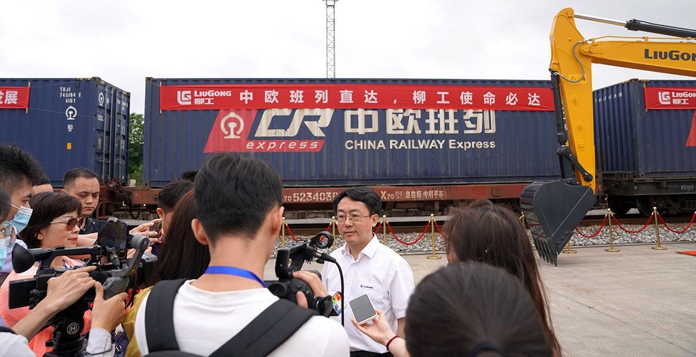 Представители компании LiuGong на пресс-конференции в честь отправления нового поезда Лючжоу-Москва